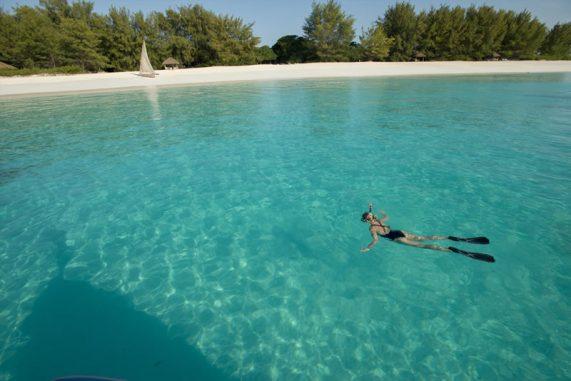 mnemba-island-lodge-snorkelling